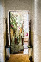 Виниловая наклейка на дверь - старые улочки Греции 2